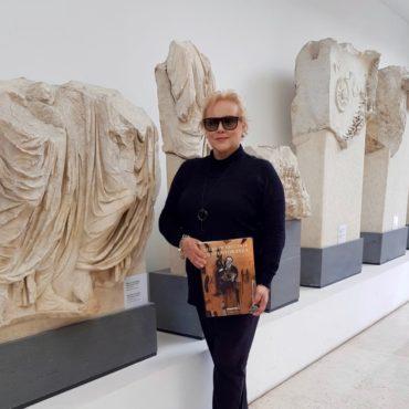 L'artista Marina Taroni - presentazione Atlante dell'Arte Contemporanea De Agostini - Museo Ara Pacis Roma